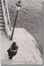 Edouard Boubat - Couple s'embrassant