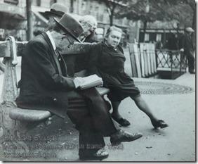 Edouard Boubat - Homme et femme sur un banc