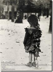Edouard Boubat - La Petite Fille aux Feuilles Mortes