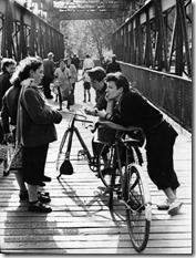 Edouard Boubat - Passerelle, Paris