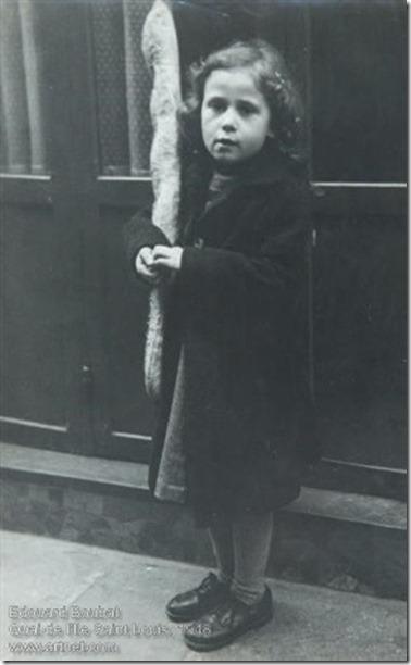 Edouard Boubat - Petite fille à la baguette