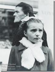 Edouard Boubat - Petite fille triste