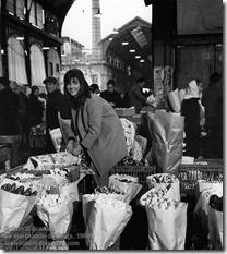 Robert Doisneau - La marchande de fleurs