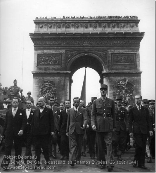 Robert Doisneau - Le Général De Gaulle