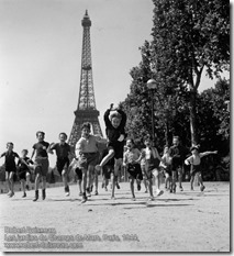 Robert Doisneau - Les jardins du Champs de Mars