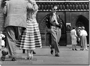Robert Doisneau - Touristes à Notre Dame