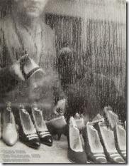 Sabine Weiss - Des chaussures-1